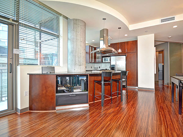 Cristalla_709_living_to_kitchen_600px