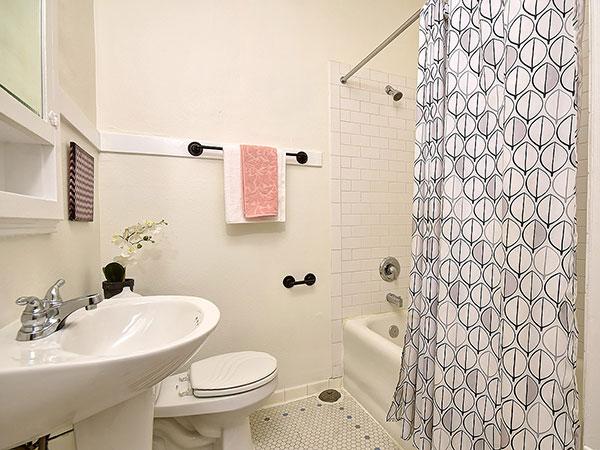 Novell Condo Bathroom