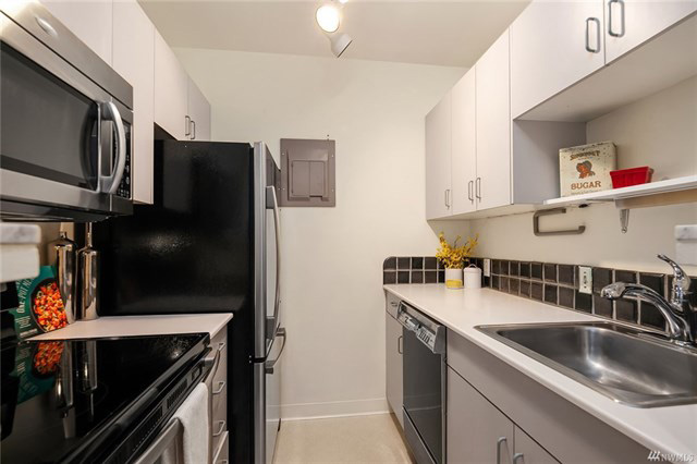 1605EOlive-kitchen