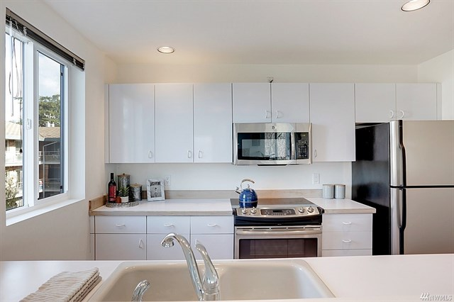 2328 Fairview kitchen